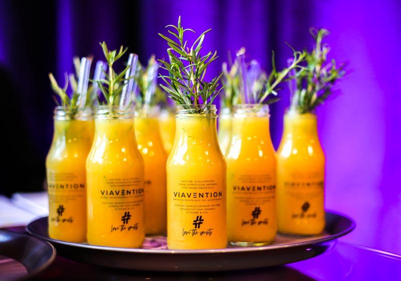 Love the Spirits Cocktails als erfrischende Drinks auf der VIAVENTION - Personalkonferenz für Autohäuser - Mit freundlicher Unterstützung der Mercedes-Benz Personalservice Initiative